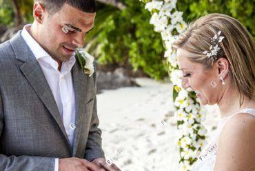 塞舌尔普拉兰岛莱佛士海外婚礼