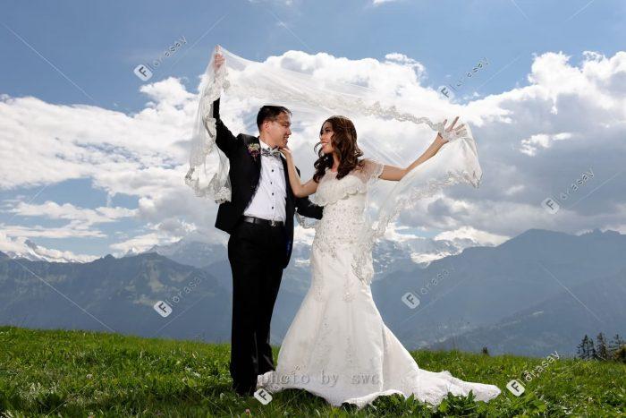 世界公园瑞士童话般的海外旅行婚纱摄影婚拍旅拍 古堡教堂雪山草地婚礼套餐